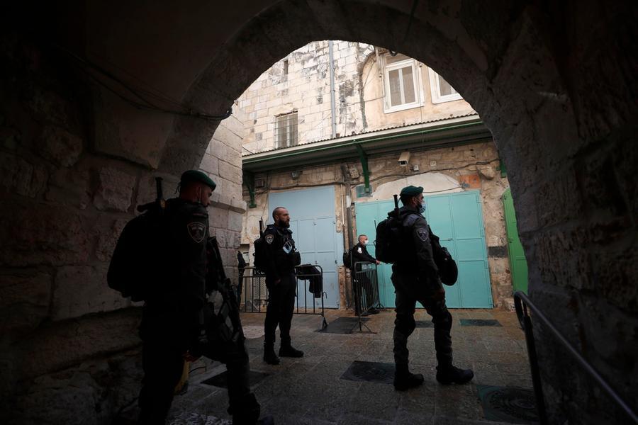 Cerca di accoltellare gli agenti alla Città Vecchia, uccisa a Gerusalemme