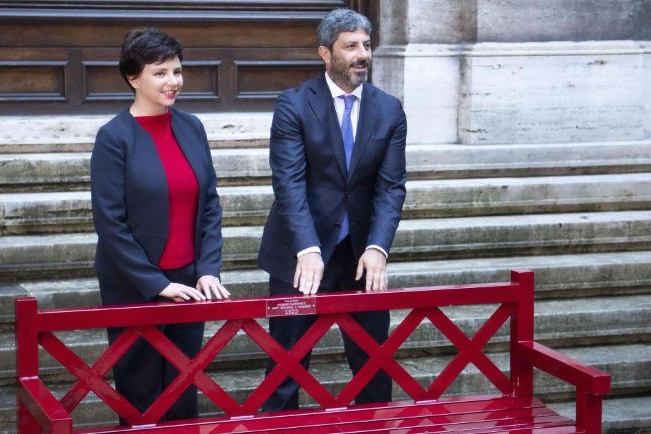 Una panchina rossa a Montecitorio contro la violenza sulle donne