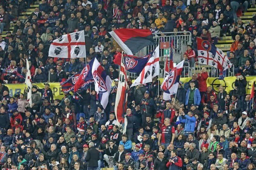 Insulti razzisti, tre tifosi rossoblù espulsi a vita dalla Sardegna Arena