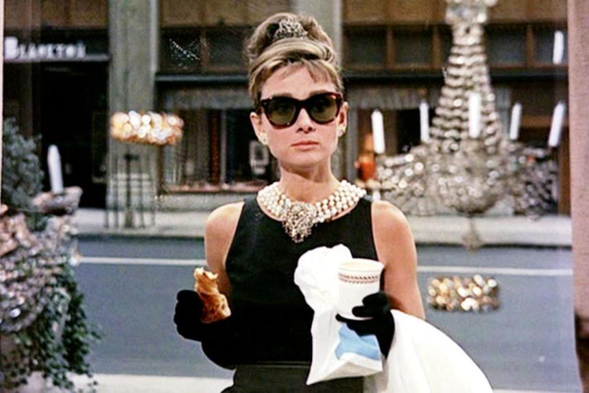 """E Audrey creò lo charme: """"Colazione da Tiffany"""" compie sessant'anni"""