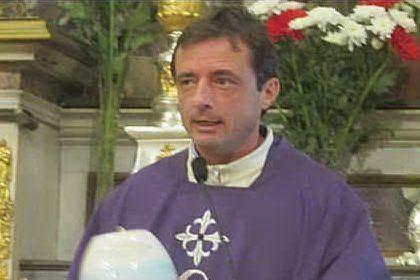 """Trasferito don Diego, il sacerdote """"no mask"""": invitava a non usare la mascherina"""