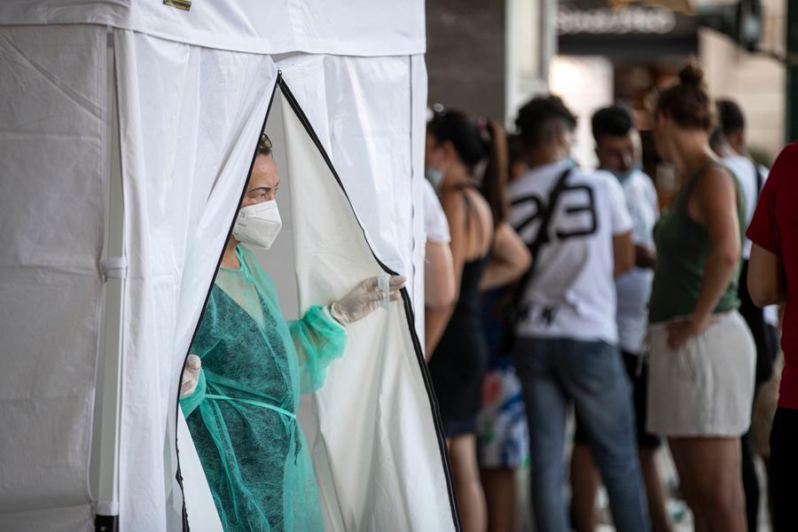 Covid, in Italia 2.407 positivi e44 vittime
