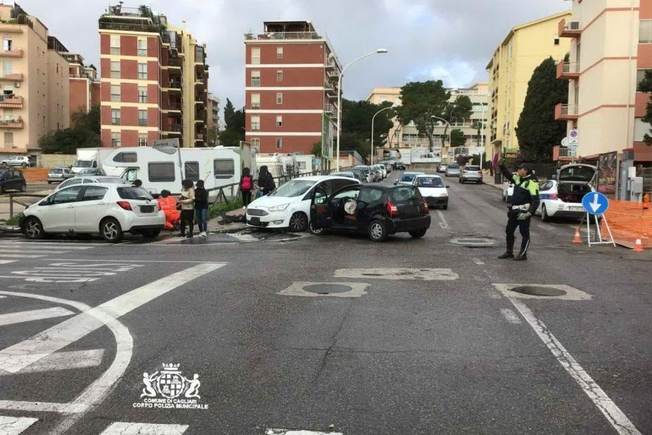 Cagliari, scontro all'incrocio: un 49enne al pronto soccorso