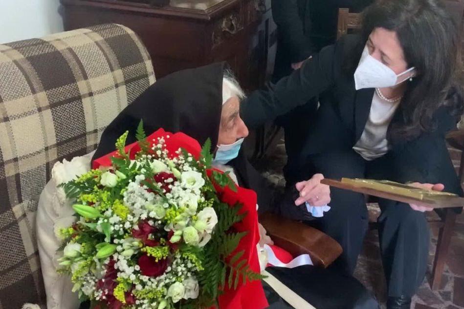 Talana, festa per una nuova centenaria VIDEO