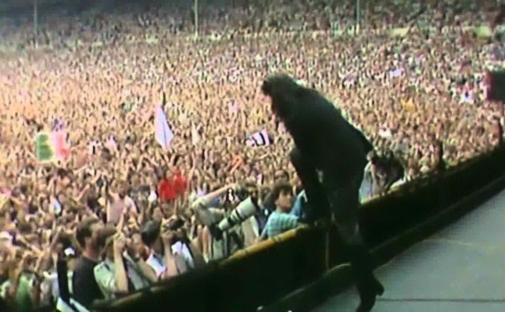 """La band arriva a Milano per un concerto del \""""The Unforgettable Fire Tour\"""""""