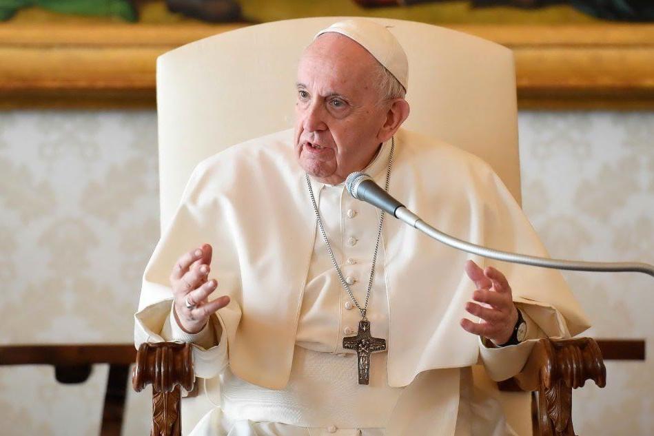 """Papa Francesco: """"Il razzismo è un virus che invece di sparire si nasconde"""""""
