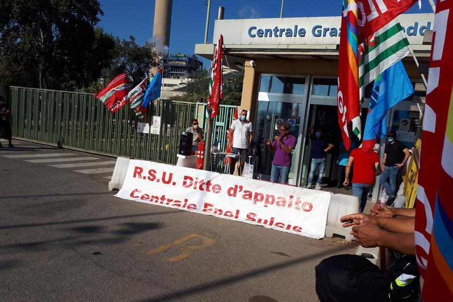 """Lavoratori degli appalti Enel: """"Nessuna risposta, stato di agitazione"""""""