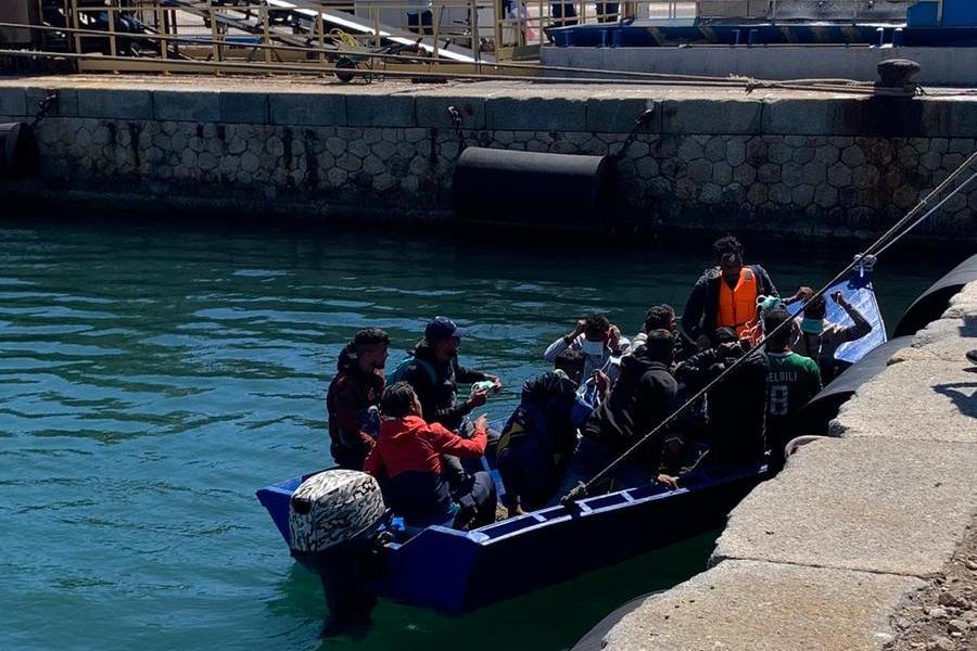 Migranti, decine dipersone sbarcatesulle coste del Sulcis