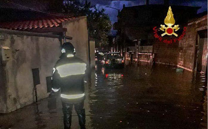 Piogge torrenziali e allagamenti in Sardegna (foto vigili del fuoco)