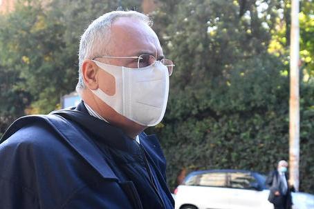 Caso tamponi: due mesi di inibizione a Lotito, 5 ai medici e 50mila euro di multa alla Lazio