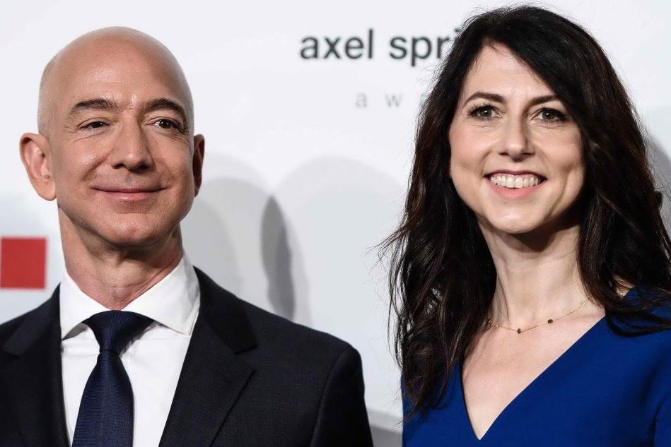 L'ex moglie di Bezos devolve 36 miliardi di dollari in beneficenza