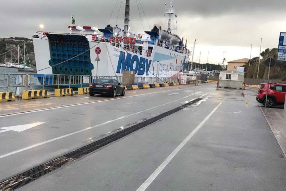 Maltempo, bloccata a Santa Teresa la nave Moby diretta a Bonifacio