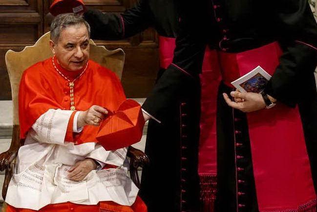 """""""Angelo Becciu è ancora cardinale elettore nel conclave"""""""