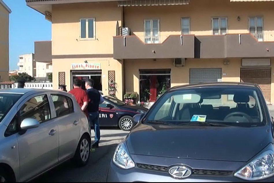 Porto Torres, rapina in gioielleria con ostaggi: «Ci hanno puntato la pistola»