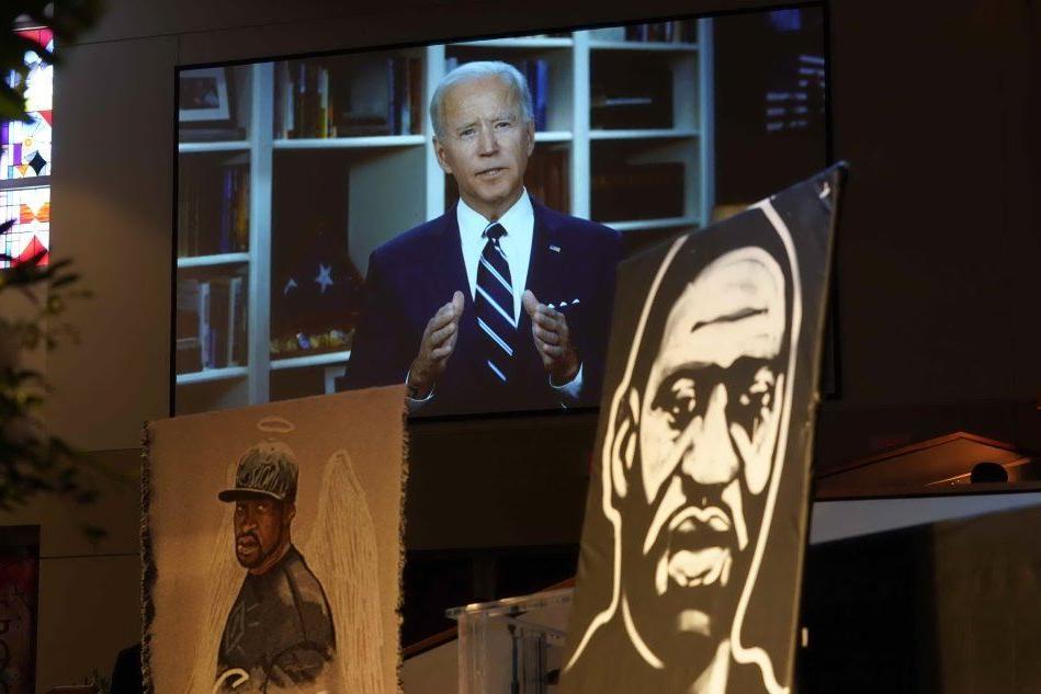 """Floyd, in migliaia ai funerali. Biden: """"In America è tempo per una giustizia razziale"""""""