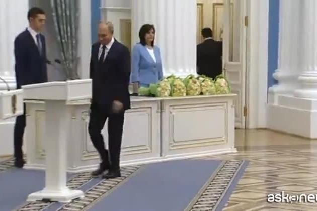 Putin compie 69 anni, gli auguri di Berlusconi e Xi Jinping