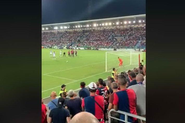 """Alcuni tifosi della Curva Nord dell'Inter a Lukaku: """"A Cagliari non era razzismo"""""""