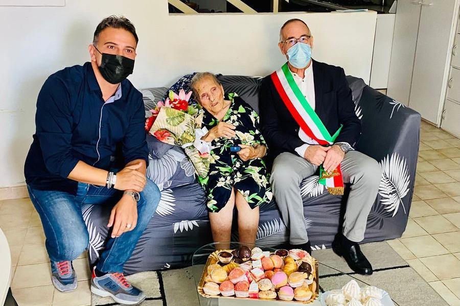 Auguri a Maria Gonaria Ortu:la nonnina di Li Punti compie 102 anni