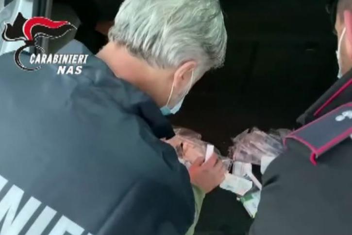Soldi in cambio di terapie, medico del 118 arrestato in flagranza