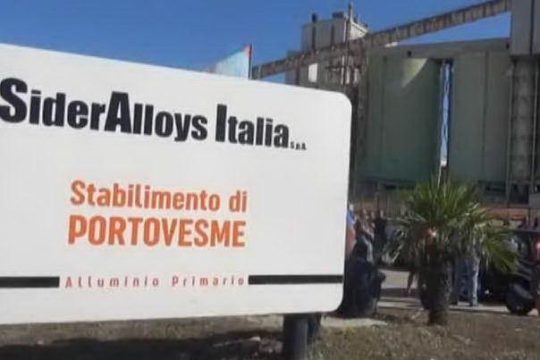 """Sit-in dei sindacati: """"Sider Alloys risponda ai lavoratori"""""""