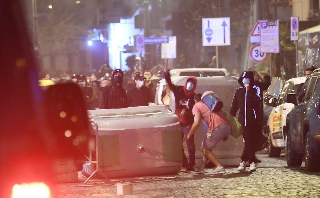 I manifestanti (Ansa)