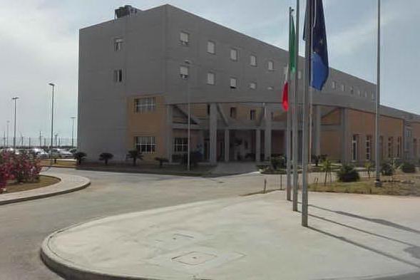 Uta, droga a un detenuto durante il colloquio: nei guai una donna