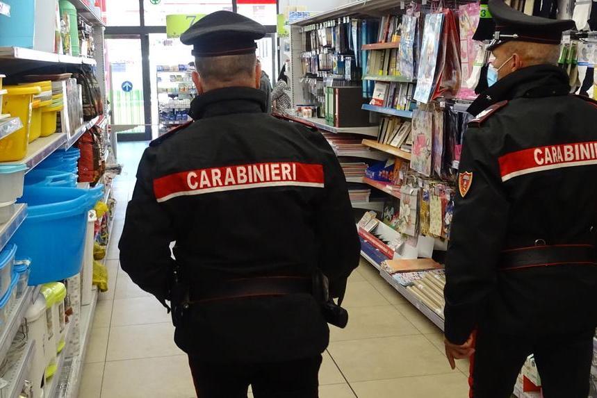 Furto in un negozio di Cagliari, 28enne in manette
