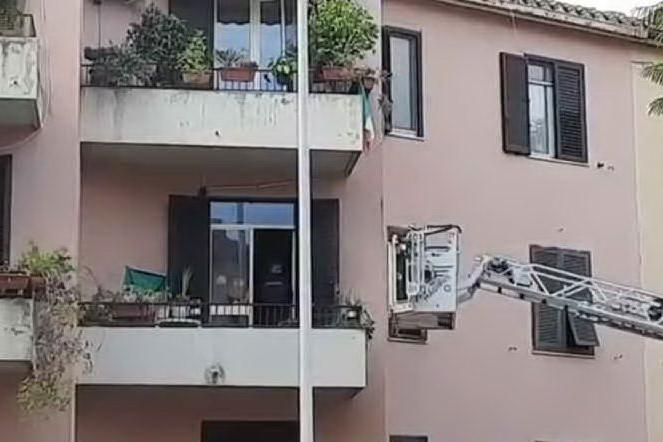 Minaccia di farsi saltare in aria: Cagliari, irruzione in casa