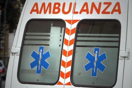 Auto contro un platano: muoiono tre giovanissimi, un ferito grave