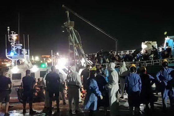 Boom di sbarchi a Lampedusa, oltre 650 migranti in poche ore