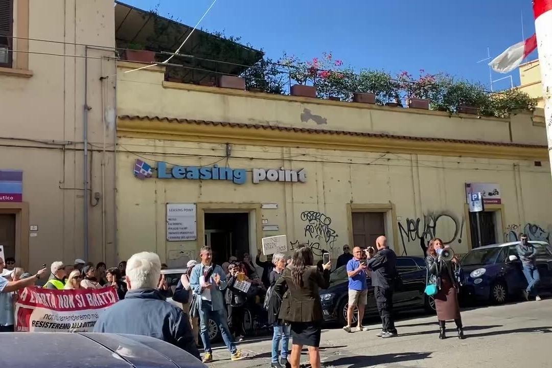 """Cagliari, sfila la protesta """"No Green Pass"""""""