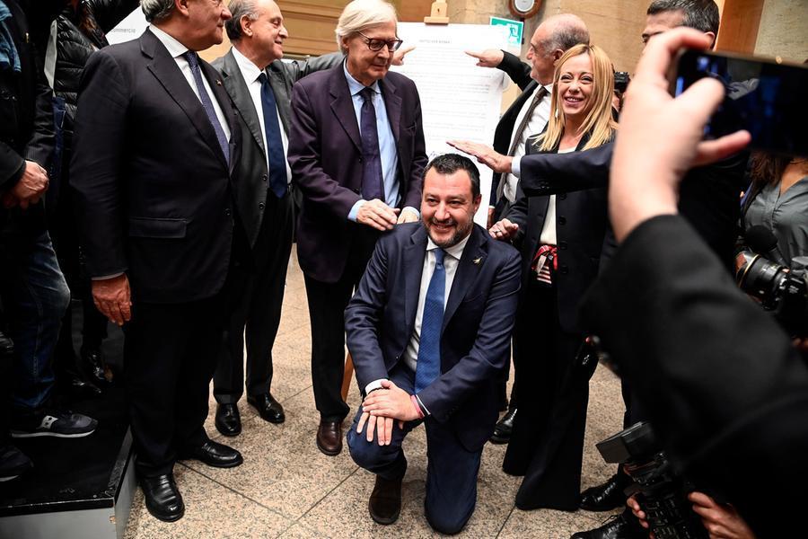 """Salvini: """"Preoccupato per il Paese, chiederò a Draghi di guidare una pacificazione nazionale"""""""