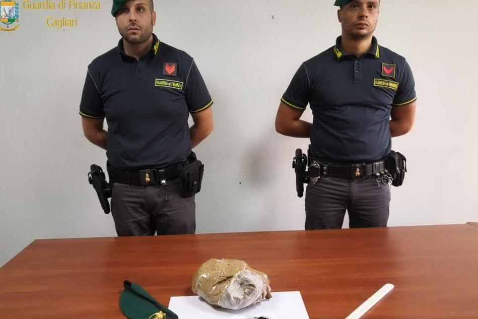Eroina dal Sudafrica a Cagliari: in manette due narcotrafficanti