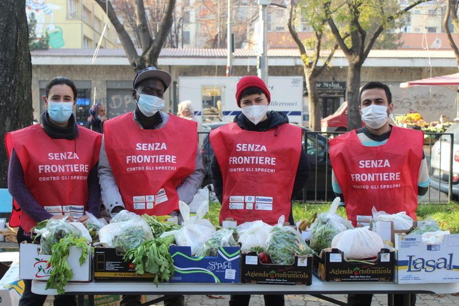 La carovana dei sardi che sfama i poveri di Torino