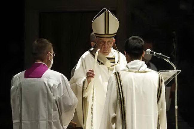 """Papa Francesco: """"Nel buio della pandemia, Cristo ci invita a ricominciare sempre"""""""