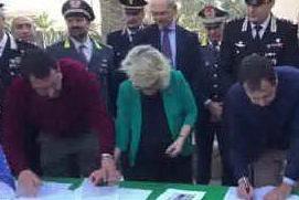 Salvini consegna ai carabinieri un immobile confiscato ai narcotrafficanti