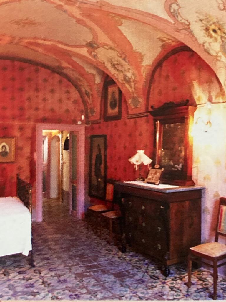 La camera da letto di Casa Deriu (foto archivio L'Unione Sarda)