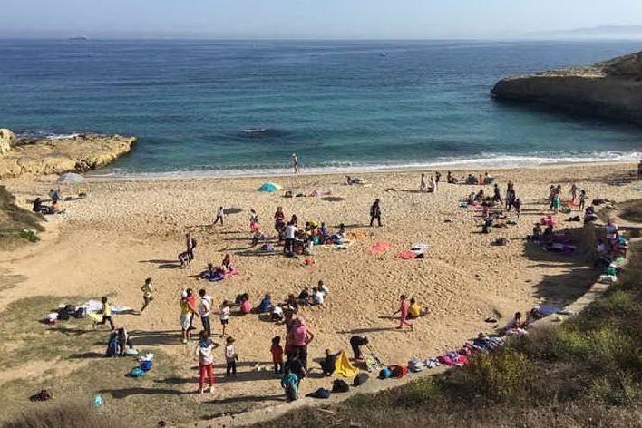 Porto Torres, bambini in spiaggia per difendere il mare dalla plastica