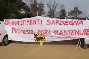 """""""Eni non lasci la Sardegna"""": lavoratori in assemblea a Macchiareddu"""