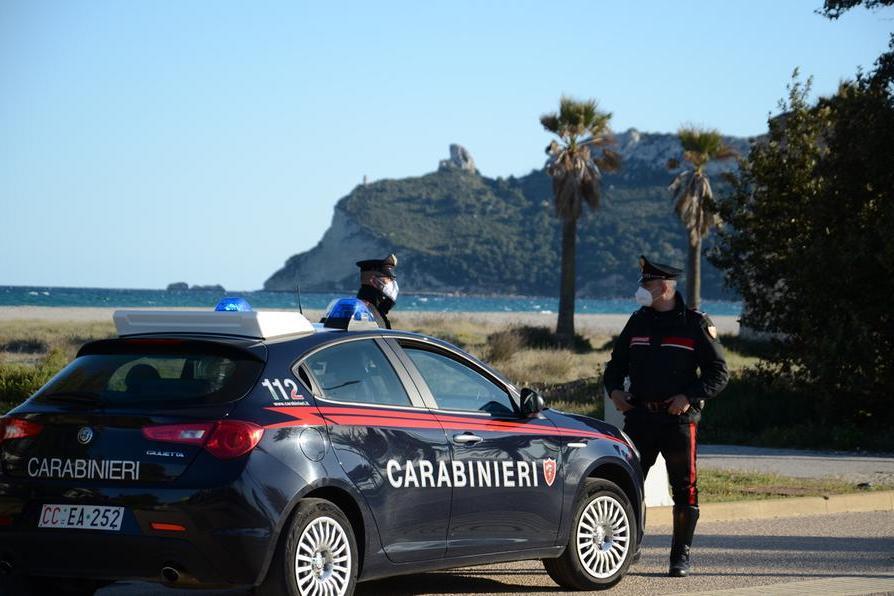Fa acquisti con la carta di credito rubata, identificato a Cagliari