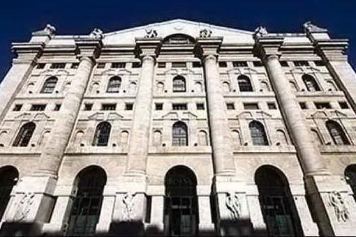 Borsa, Piazza Affari limita i danni grazie alle banche