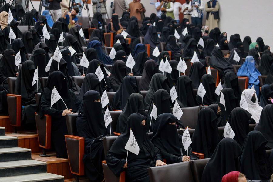 Studenti afghani (Ansa)