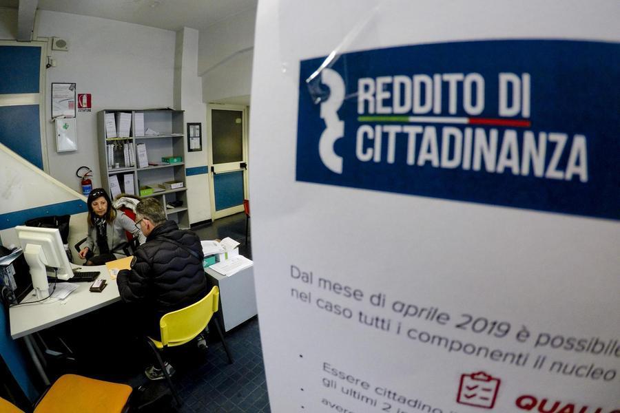 Furbetti del reddito di cittadinanza, nei guai in 102: elargite somme per oltre 600mila euro