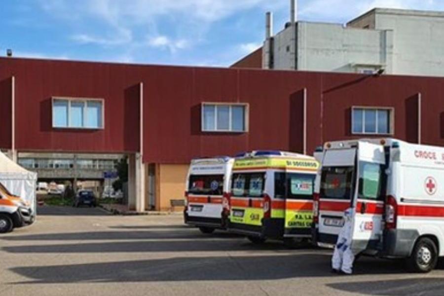 """Medici """"in affitto"""" al Pronto soccorso del San Martino, il no dell'Ordine"""