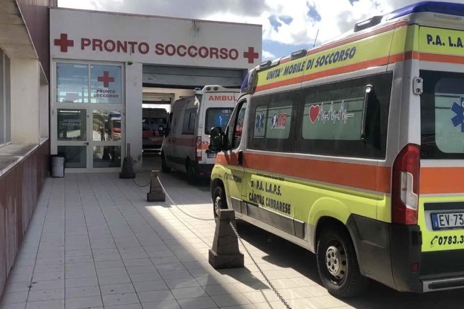 Oristano, il Covid dilaga in ospedale. Allarme nei reparti del San Martino