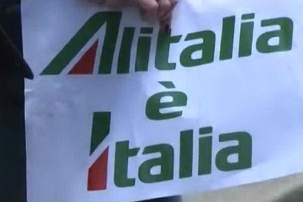 Alitalia, in piazza i lavoratori del trasporto aereo