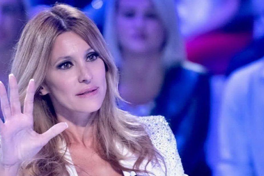 """Adriana Volpe in lacrime a Verissimo: """"Magalli mi ha ferito"""""""