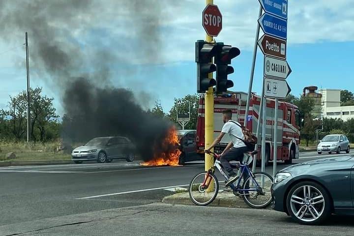 Auto in fiamme, momenti di paura a Selargius