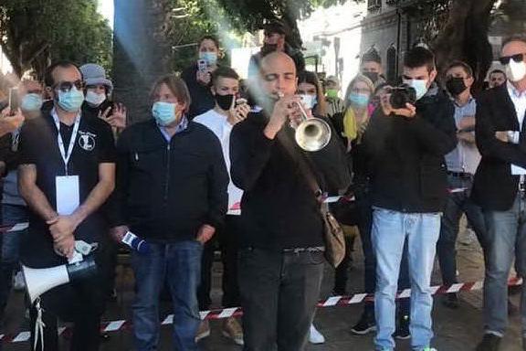 """Piazza del Carmine, ristoratori a terra: """"Vogliamo lavorare"""""""