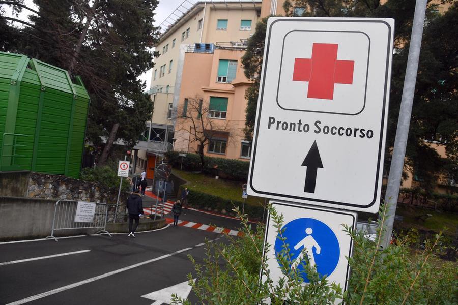 L'ingresso del Gaslini di Genova, dove è stato trasferito il neonato\u00A0(Ansa - Zennaro)